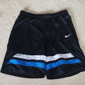 Nike mens basketball mens shorts size large